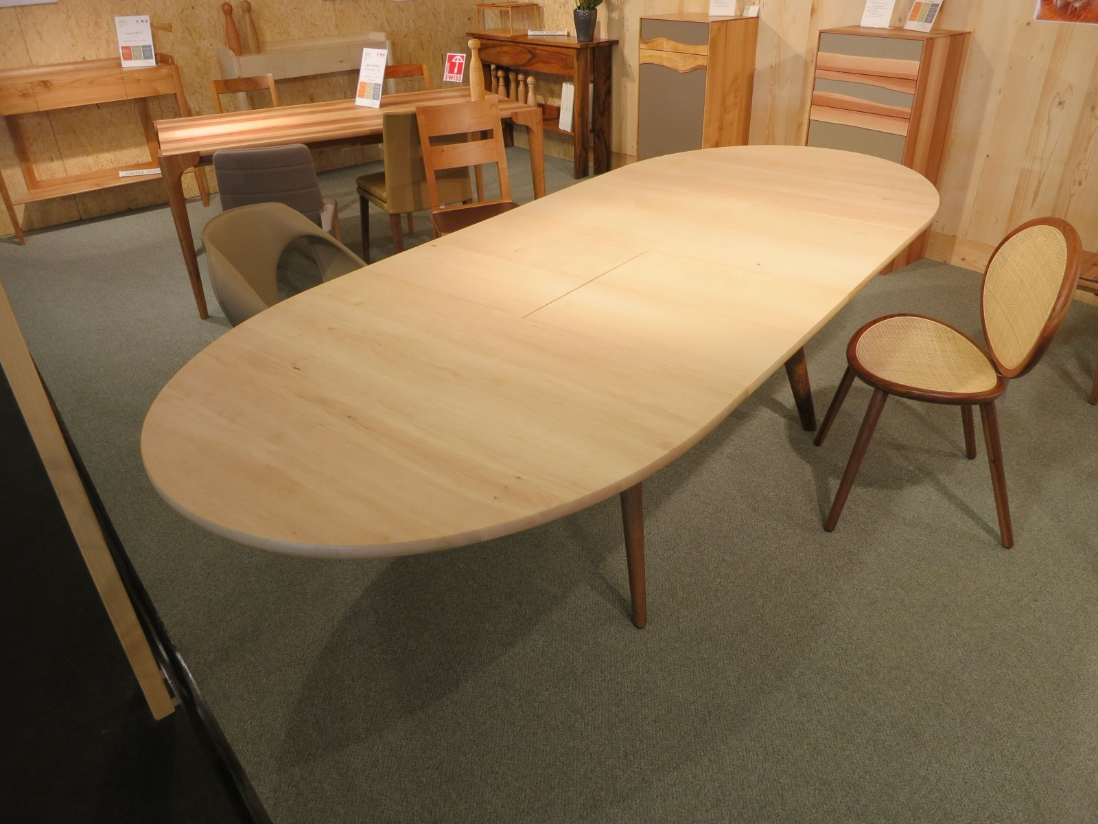 Sedarca fabricant suisse de chaises et tables tablis d for Table avec rallonge incorporee